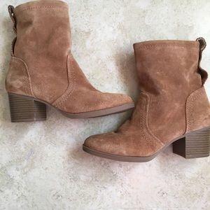 White Mountain Behari Suede Boots